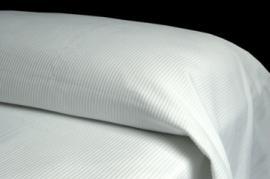 Colcha blanca OTOMAN 50% algodón 50% poliéster