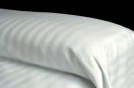 Colcha blanca LISTADA 50% algodón 50% poliéster