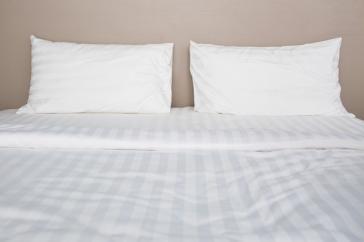 Sábana encimera y bajera  MORITZ 100% algodón peinado y mercerizado  136gr./m2